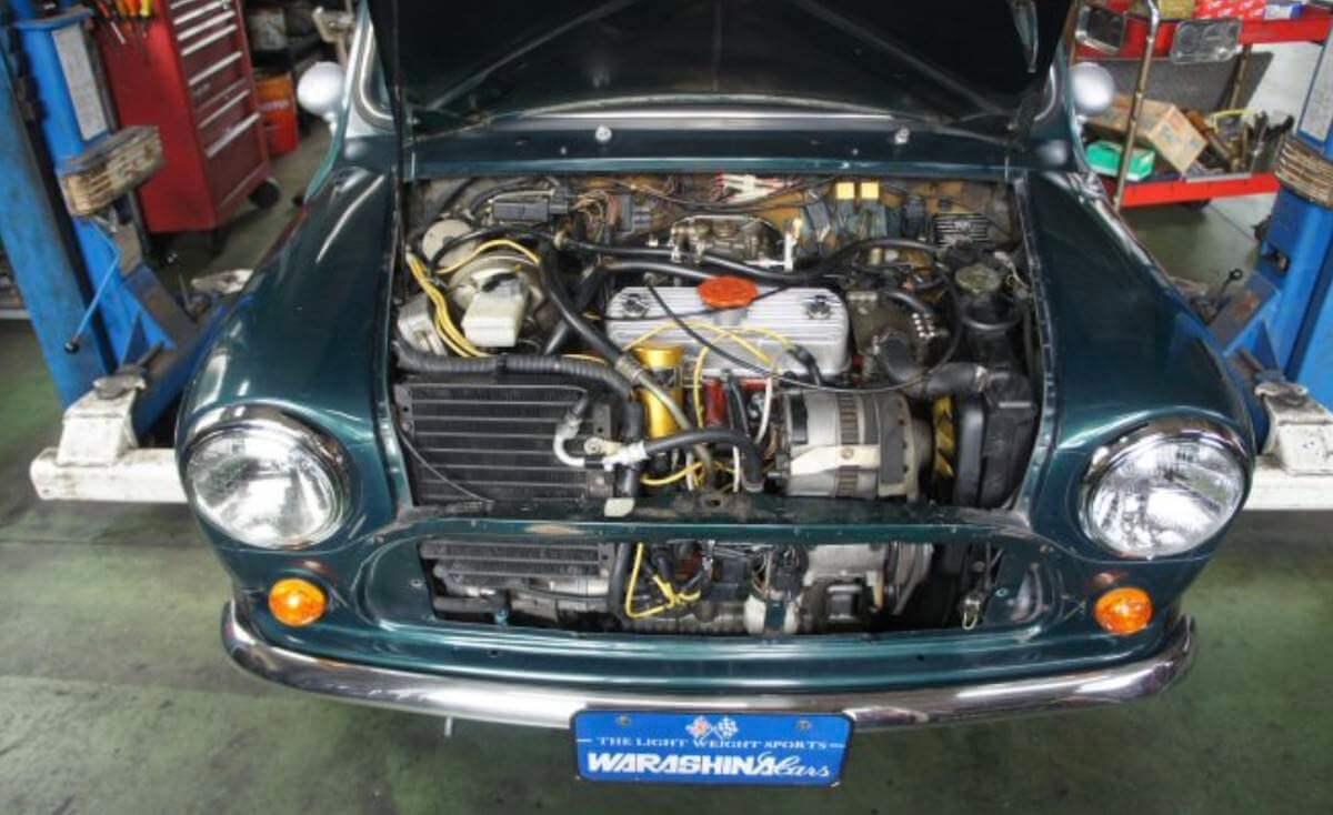 ミニのエアコンのエンジンルーム