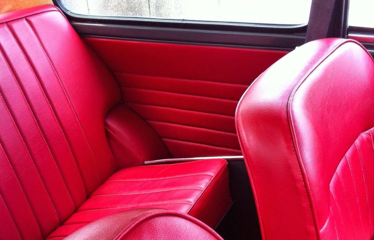 ミニの後部座席