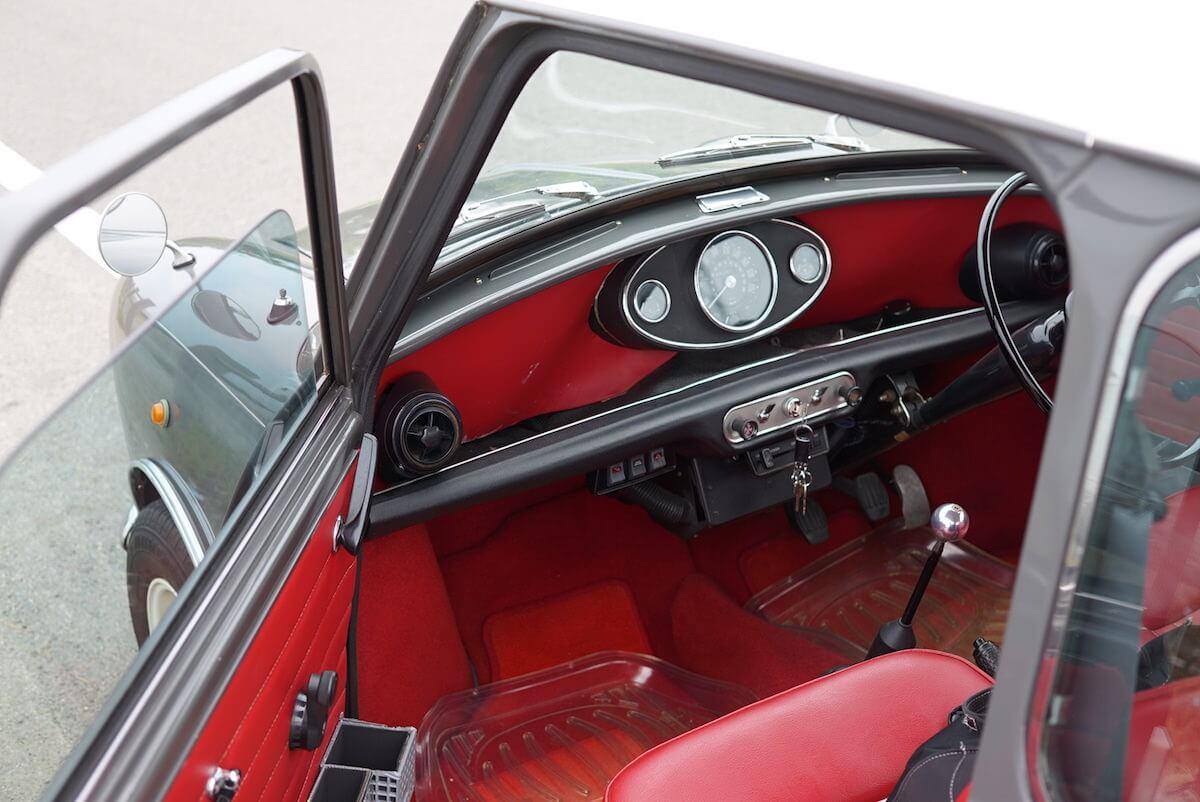 ローバーミニの助手席を収納スペース