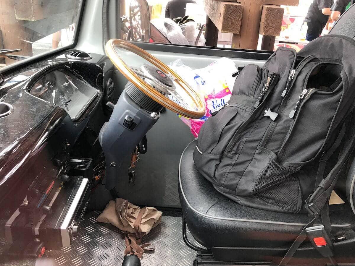 ミニにそっくりな車の内装